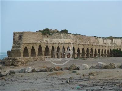 קיסריה שמחוץ לחומות